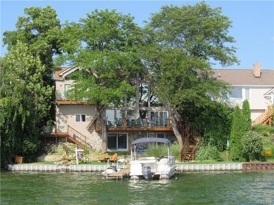Keego Harbor, Sylvan Lake Single Family Home For Sale: 2495 Pontiac Drive