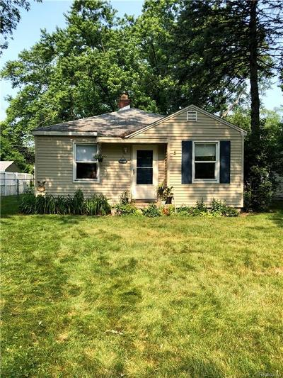 Livonia Single Family Home For Sale: 18413 Deering Street