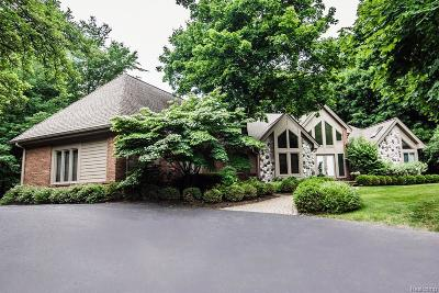 Bloomfield Twp Single Family Home For Sale: 4368 Queens Way