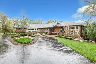 Oakland Twp Single Family Home For Sale: 1840 Rolling Oaks Court