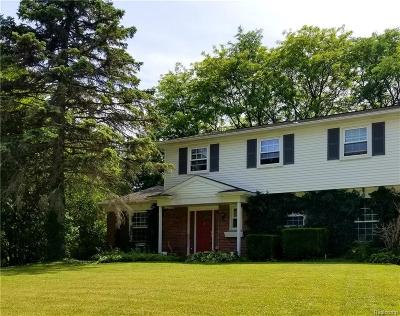 Bloomfield Twp Single Family Home For Sale: 2696 Kopson Court
