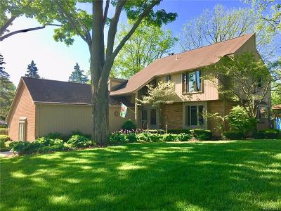 Bloomfield Twp Single Family Home For Sale: 264 Woodedge