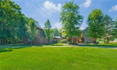 Oakland County Single Family Home For Sale: 1755 W Buell Road