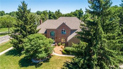 Shelby Twp Single Family Home For Sale: 54888 Ridgeview Drive