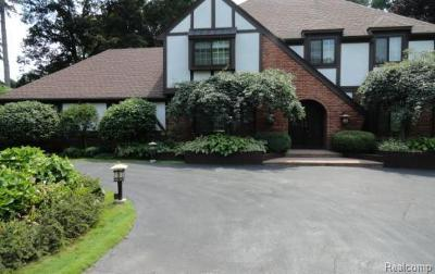 Bloomfield Twp Single Family Home For Sale: 3700 Brookside Drive