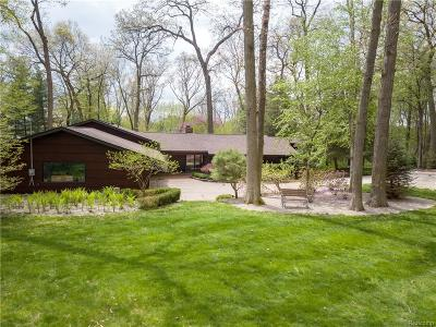 Bloomfield Twp Single Family Home For Sale: 1110 Timberlake Drive