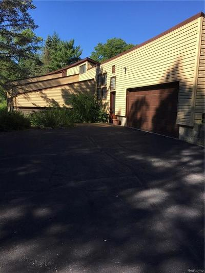 Single Family Home For Sale: 8386 Beacon Lane