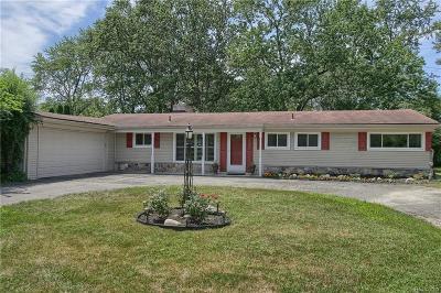 Farmington Hills Single Family Home For Sale: 32051 W Middlebelt Road W