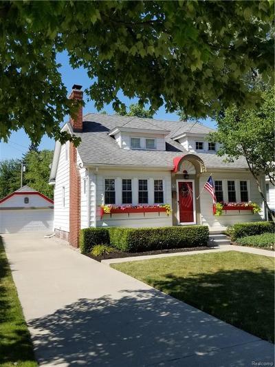 Royal Oak Single Family Home For Sale: 121 Woodside Road