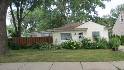Dearborn Heights Single Family Home For Sale: 4992 Williams Street