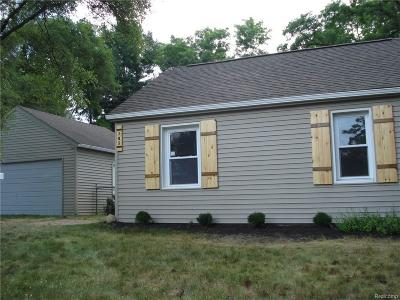 Commerce Single Family Home For Sale: 345 Charlevoix