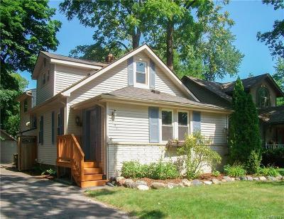 Keego Harbor, Sylvan Lake Single Family Home For Sale: 2124 Avondale Street