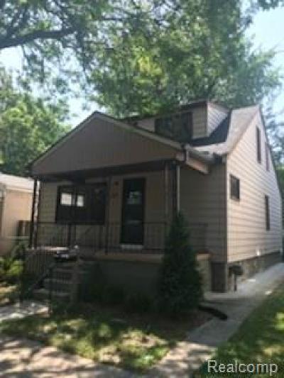Hazel Park Single Family Home For Sale: 321 W Bernhard Avenue W
