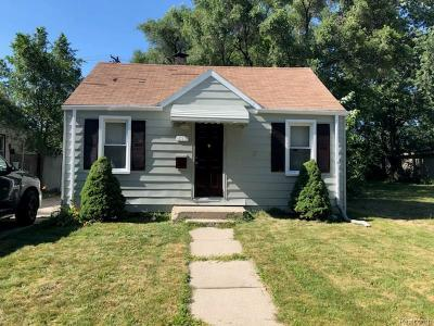 Hazel Park Single Family Home For Sale: 513 E Mahan Avenue