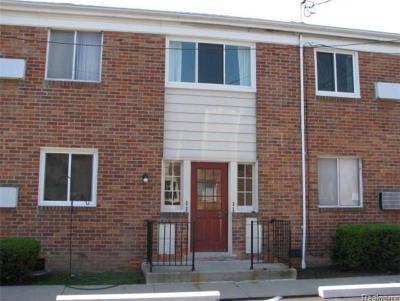 Farmington Condo/Townhouse For Sale: 32718 Grand River Avenue #B26