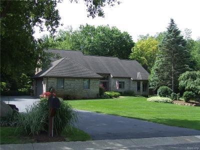 Oakland Twp Single Family Home For Sale: 1121 Bear Creek Court