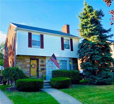 Royal Oak Single Family Home For Sale: 3118 Guilford Drive