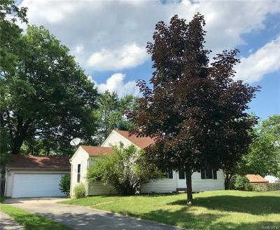 Waterford Twp Single Family Home For Sale: 5690 Berkley Drive
