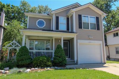 Keego Harbor Single Family Home For Sale: 1731 Beechmont Street