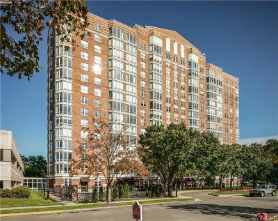 Detroit Condo/Townhouse For Sale: 250 E Harbortown Drive #705