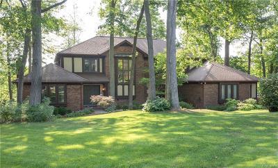 Single Family Home For Sale: 7120 Deer Lake Court