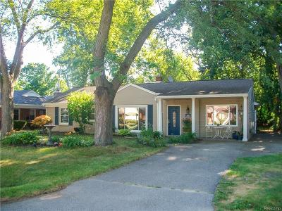 Keego Harbor, Sylvan Lake Single Family Home For Sale: 1949 Warwick Street