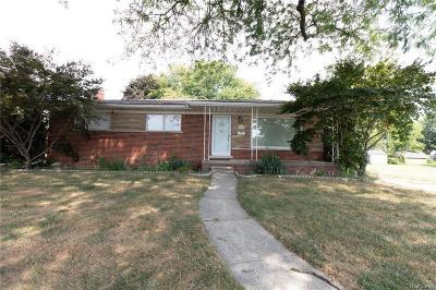 Warren Single Family Home For Sale: 31160 Gilbert Drive