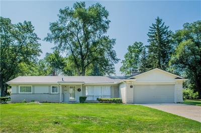 Farmington Hills Single Family Home For Sale: 32177 Red Clover Road