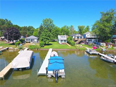 Single Family Home For Sale: 2956 White Oak Beach Drive Beach