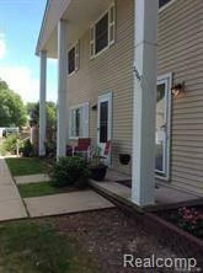 Brownstown Twp Condo/Townhouse For Sale: 27165 Winchester Street