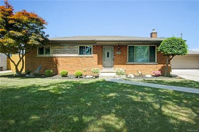 Clinton Twp Single Family Home For Sale: 17917 Maybury Drive