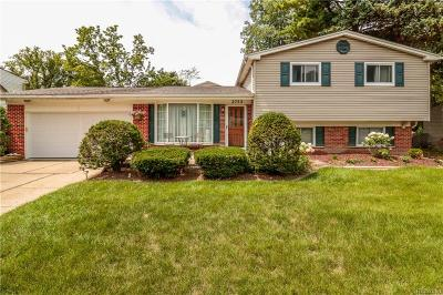Oakland County Single Family Home For Sale: 2752 Red Arrow Drive