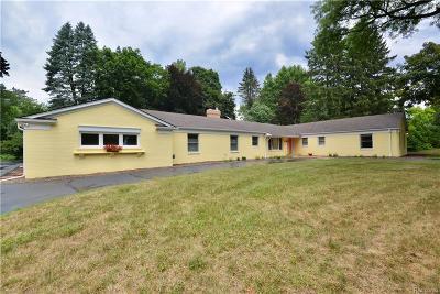 Bloomfield Twp Single Family Home For Sale: 846 Jonathan Lane