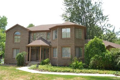 Commerce Twp Single Family Home For Sale: 5695 Deerwood Lane