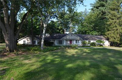 Bloomfield Twp Single Family Home For Sale: 6824 Halyard Road
