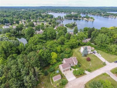 Brandon Twp Single Family Home For Sale: 758 Eagle Hill