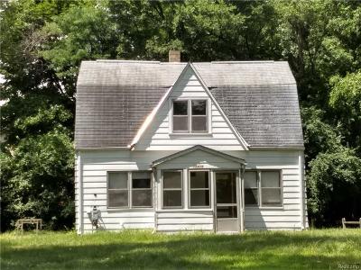 Livonia Single Family Home For Sale: 15819 Harrison Street