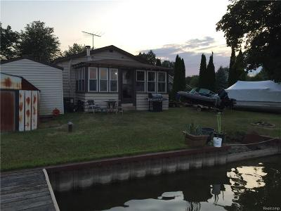 White Lake Twp MI Single Family Home For Sale: $319,900