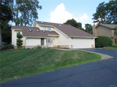 West Bloomfield Single Family Home For Sale: 5700 Point Of The Woods Drive
