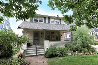 Pleasant Ridge Single Family Home For Sale: 20 Woodside Park Boulevard