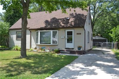 Clawson Single Family Home For Sale: 834 Gargantua Avenue