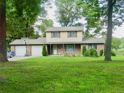 White Lake Single Family Home For Sale: 1725 Maple Heights Drive