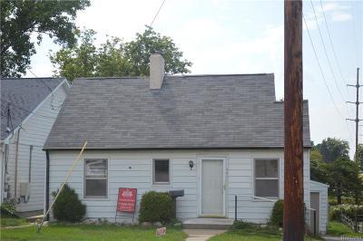 Fenton Single Family Home For Sale: 501 N Leroy Street