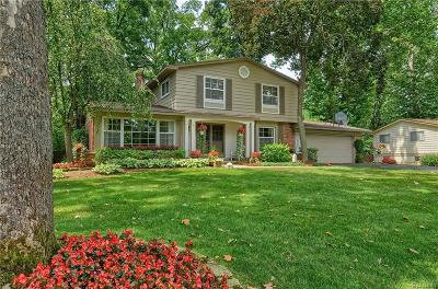 West Bloomfield Twp Single Family Home For Sale: 6840 Woodside Trail