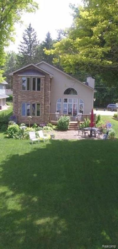 Clarkston, Independence Twp, Springfield Twp, Village Of Clarkston  Single Family Home For Sale: 11984 Rusty Lane Lane