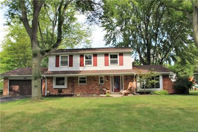 Bloomfield Twp Single Family Home For Sale: 6611 Spruce Drive