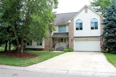 West Bloomfield, West Bloomfield Twp Single Family Home For Sale: 5345 Pond Bluff