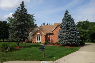 Rochester Hills Single Family Home For Sale: 1900 Independence Court