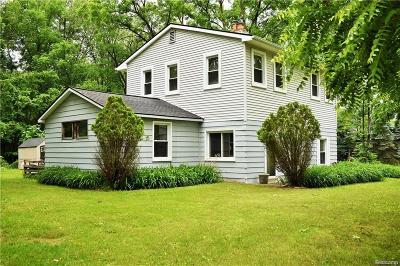 Walled Lake Single Family Home For Sale: 315 Arvida