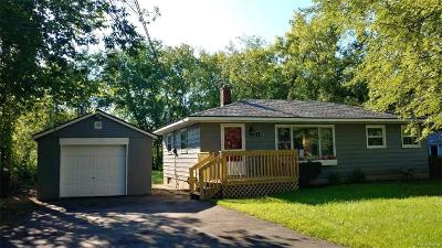 Oakland County Single Family Home For Sale: 1754 Petrolia Drive
